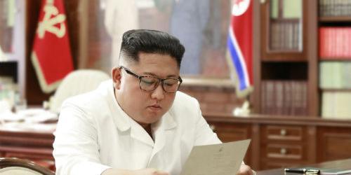 """청와대 """"김정은이 대통령에게 조의문으로 위로메시지 전달"""""""