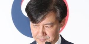 """조국 법무부 장관 전격 사퇴, """"검찰개혁 불쏘시개 역할 여기까지"""""""
