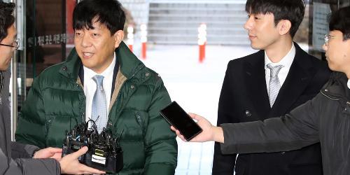 택시기사 앞에서 한없이 낮아지는 국회의원, 타다는 총선 희생양인가