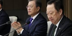 """문재인 주요그룹 총수 만나 경제활성화 당부, """"코로나19 곧 종식"""""""